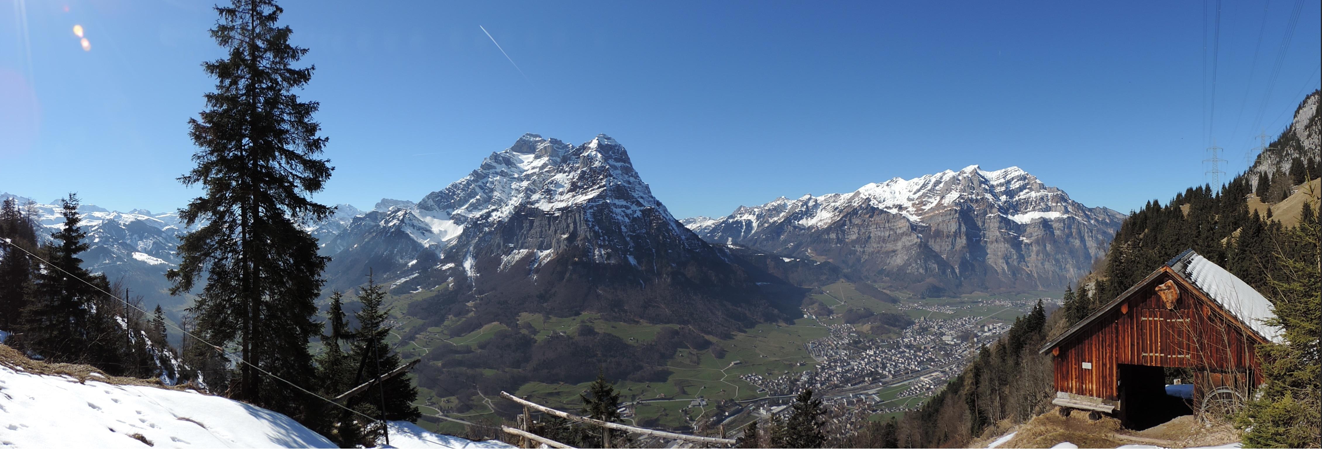 Sattenhütte beim Aufstieg nach Aeugsten