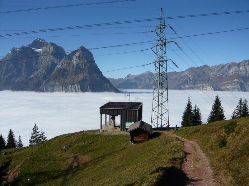 Blick auf Bergstation - Richtung Klöntal mit Vorderglärnich